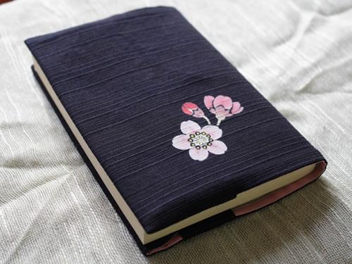 藍染手描きブックカバー 桜(サクラ)
