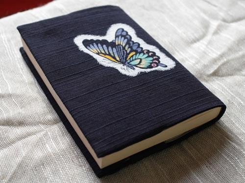 藍染手描きブックカバー チョウ